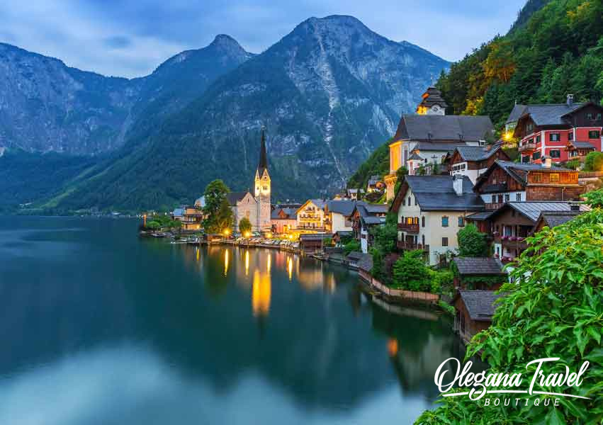 austria-Hallstatt-village-in-Alps